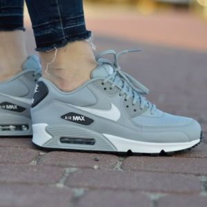 Women's Nike Air Max 90 (Size 8.5)